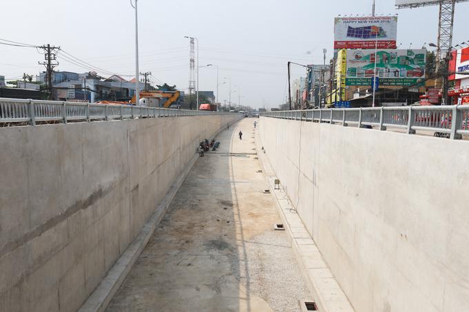 Hầm chui cửa ngõ Tây Bắc TP HCM trước ngày thông xe